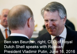 Russian President Vladimir Putin, left, meets with Ben van Beurden, right, CEO of Royal Dutch Shell at the St. Petersburg International Economic Forum in St.Petersburg, Russia, Thursday, June 16, 2016. (Sergei Chirikov/Pool photo via AP)