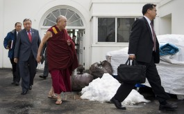 96834597-exiled-tibetan-spiritual-leader-the-dalai-lama-walks-out.jpg.CROP.cq5dam_web_1280_1280_jpeg